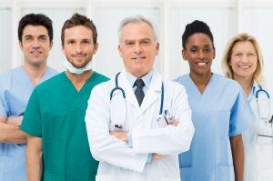 Mehrere Ärzte nebeneinander